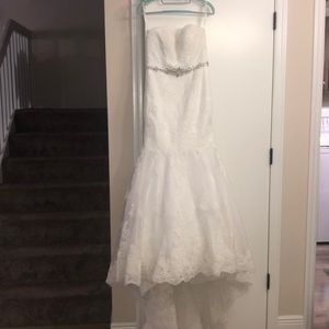 David's Bridal wedding gown, size 2 petite!